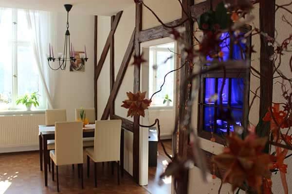 Bild Ferienwohnung Spreewald - Sonnenschein Küche mit Blick zum Fenster