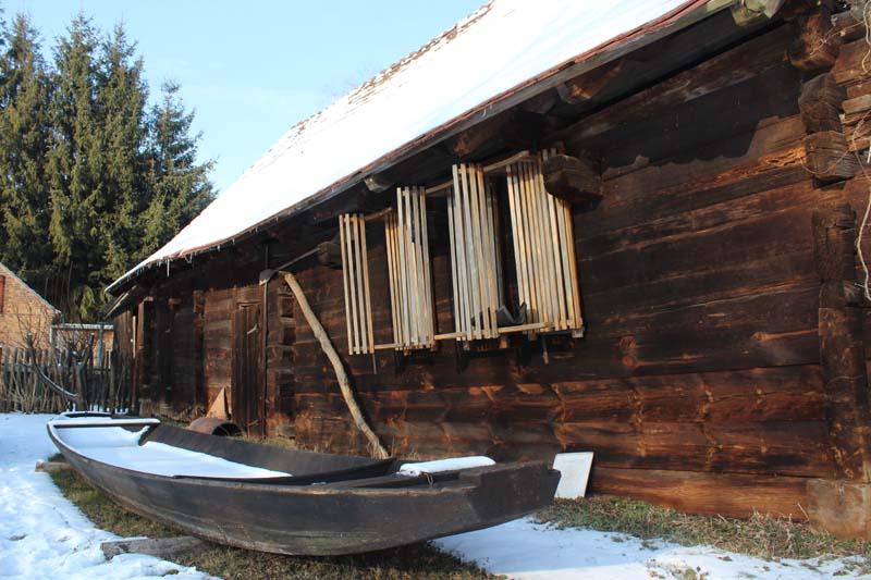 Bild - Spreewaldhaus mit Kahn im Winter